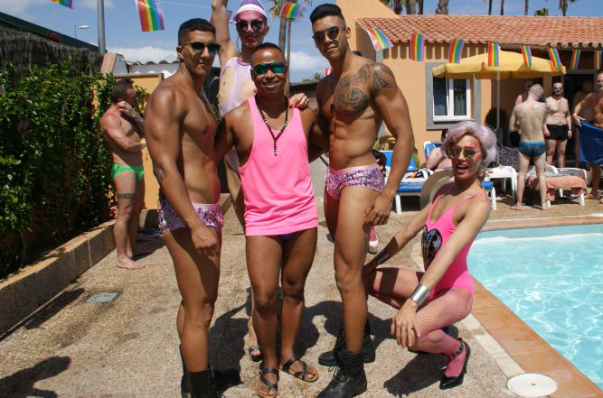 Pink Pool Party Los Almendros
